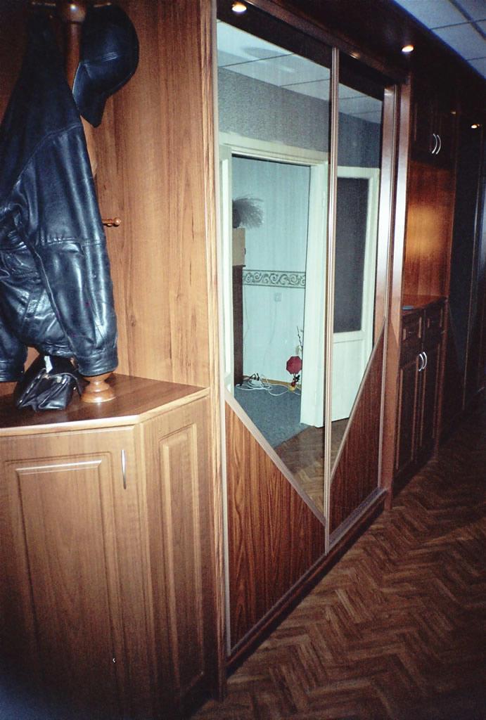 Орех в коридоре