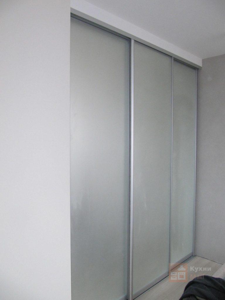 трёхдверный матовое зеркало